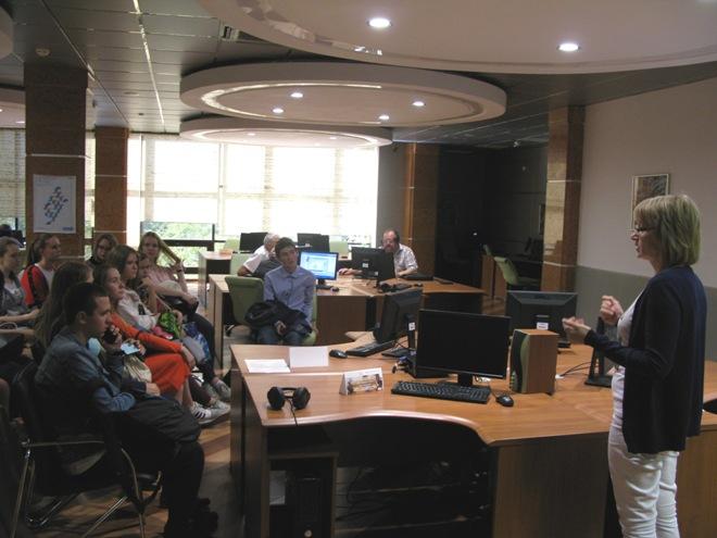 В электронном читальном зале прошла презентация электронных  Студентам представили удаленные полнотекстовые ресурсы подписка на которые организована в электронном зале электронный фонд авторефератов диссертаций РНБ